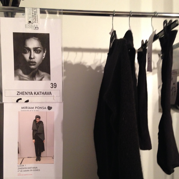 15colgadasdeunpercha_080_barcelona_fashion_moda_desfiles_080bcnfashion_miriam_ponsa_backstage_carla_kissler_45