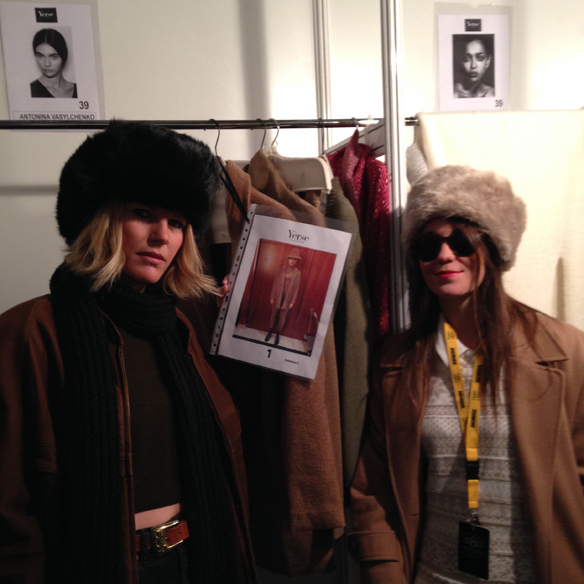 15colgadasdeunpercha_080_barcelona_fashion_moda_desfiles_080bcnfashion_yerse_backstage_carla_kissler_4