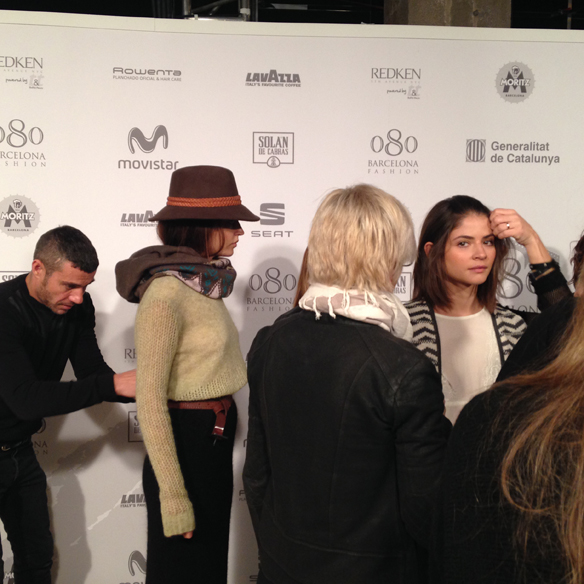 15colgadasdeunpercha_080_barcelona_fashion_moda_desfiles_080bcnfashion_yerse_backstage_carla_kissler_5