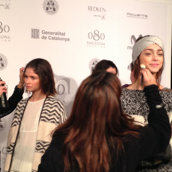 15colgadasdeunpercha_080_barcelona_fashion_moda_desfiles_080bcnfashion_yerse_backstage_carla_kissler_6