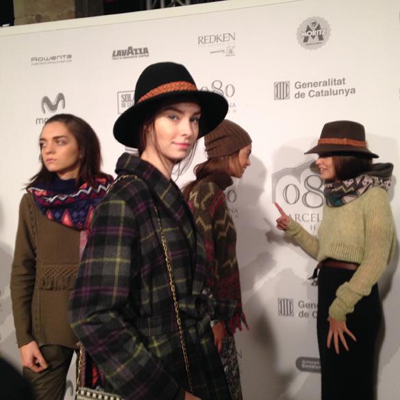 15colgadasdeunpercha_080_barcelona_fashion_moda_desfiles_080bcnfashion_yerse_backstage_carla_kissler_7