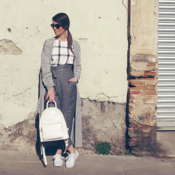 15colgadasdeunapercha_entretiempo_halftime_resort_2015_backpack_mochila_cropped_pants_trainers_bambas_carla_kissler_1