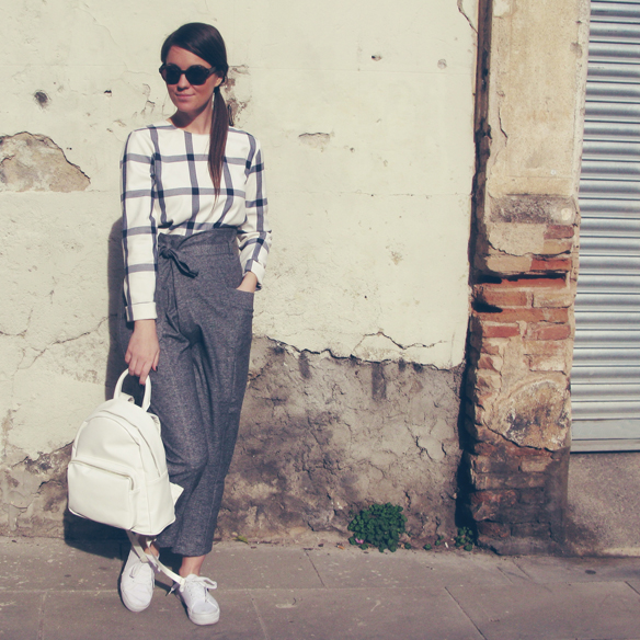 15colgadasdeunapercha_entretiempo_halftime_resort_2015_backpack_mochila_cropped_pants_trainers_bambas_carla_kissler_3