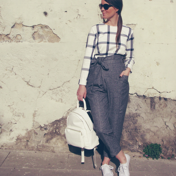 15colgadasdeunapercha_entretiempo_halftime_resort_2015_backpack_mochila_cropped_pants_trainers_bambas_carla_kissler_9