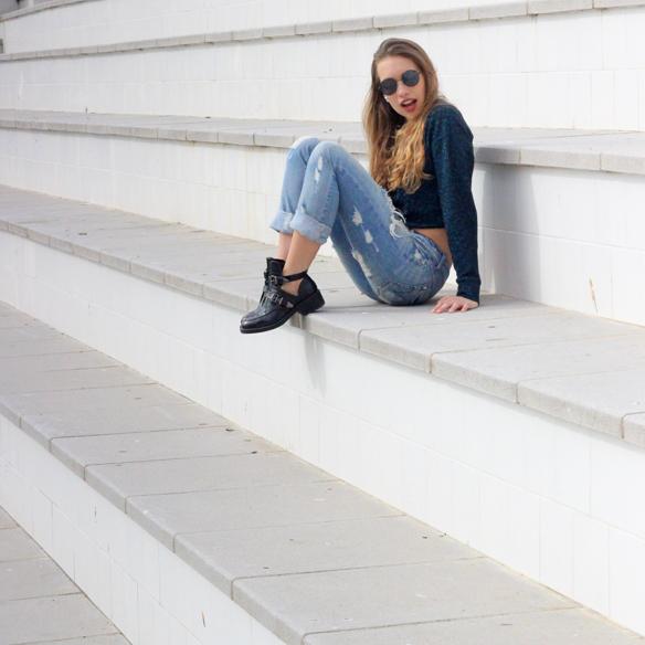 15colgadasdeunapercha_entretiempo_halftime_resort_cut_out_botines_booties_crop_top_ripped_jeans_julia_ros_1