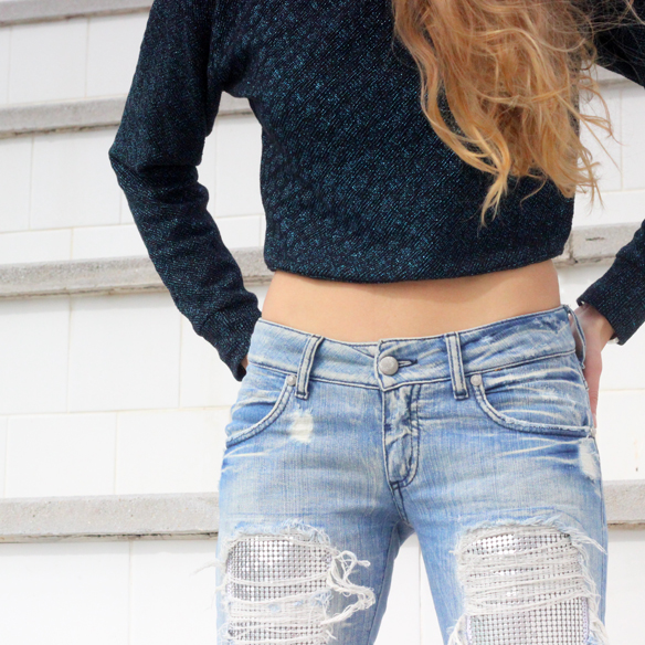 15colgadasdeunapercha_entretiempo_halftime_resort_cut_out_botines_booties_crop_top_ripped_jeans_julia_ros_6