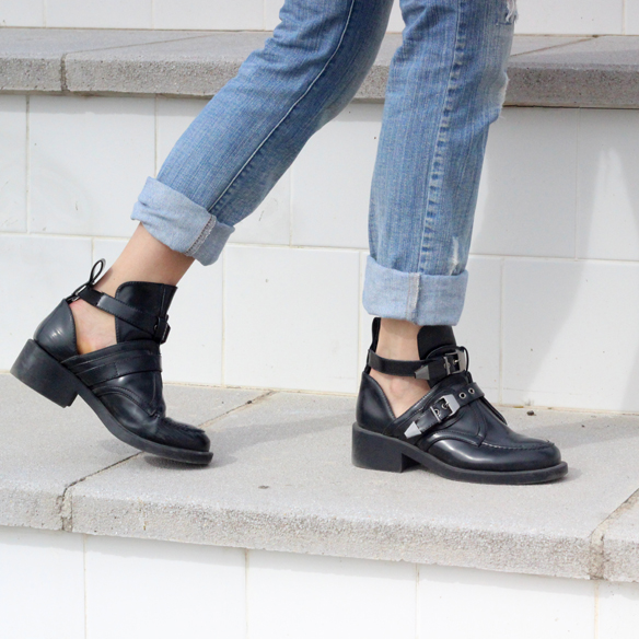 15colgadasdeunapercha_entretiempo_halftime_resort_cut_out_botines_booties_crop_top_ripped_jeans_julia_ros_7