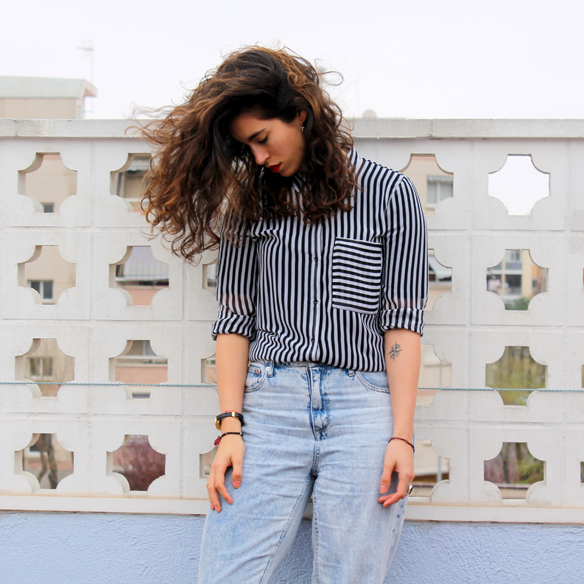 15colgadasdeunapercha_entretiempo_halftime_resort_stripes_rayas_blanco_y_negro_B&W_mom_jeans_blanche_1