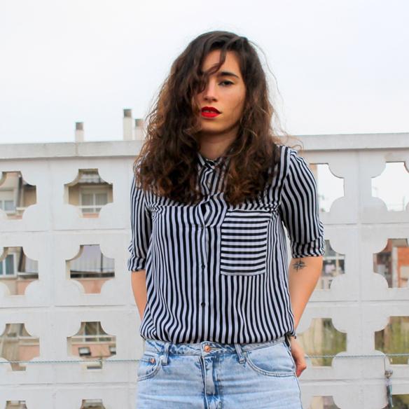 15colgadasdeunapercha_entretiempo_halftime_resort_stripes_rayas_blanco_y_negro_B&W_mom_jeans_blanche_3