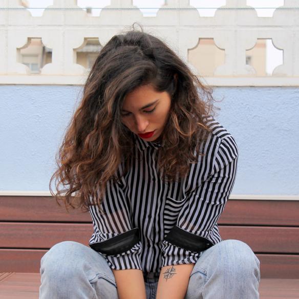 15colgadasdeunapercha_entretiempo_halftime_resort_stripes_rayas_blanco_y_negro_B&W_mom_jeans_blanche_8