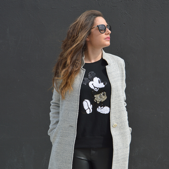 15colgadasdeunapercha_invierno_winter_abrigo_coat_gris_grey_mickey_mouse_polipiel_leatherette_black_negro_bicromatico_bichromatic_alicia_alvarez_1