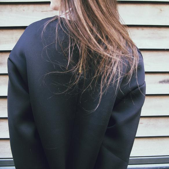 15colgadasdeunapercha_invierno_winter_neopreno_neoprene_silver_plateado_ripped_jeans_camisa_shirt_carla_kissler_5