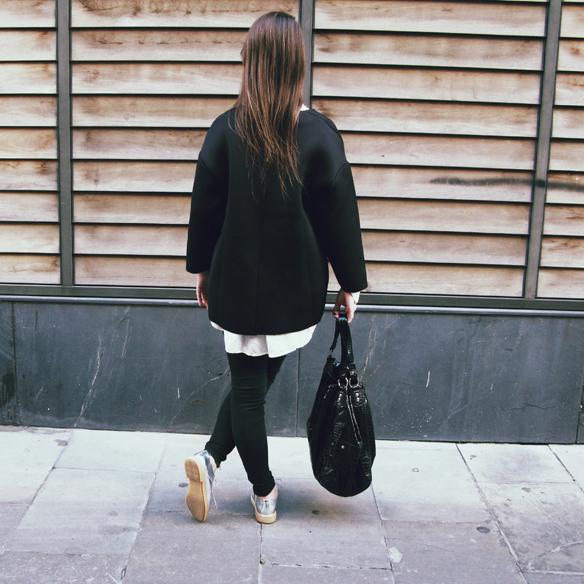 15colgadasdeunapercha_invierno_winter_neopreno_neoprene_silver_plateado_ripped_jeans_camisa_shirt_carla_kissler_7