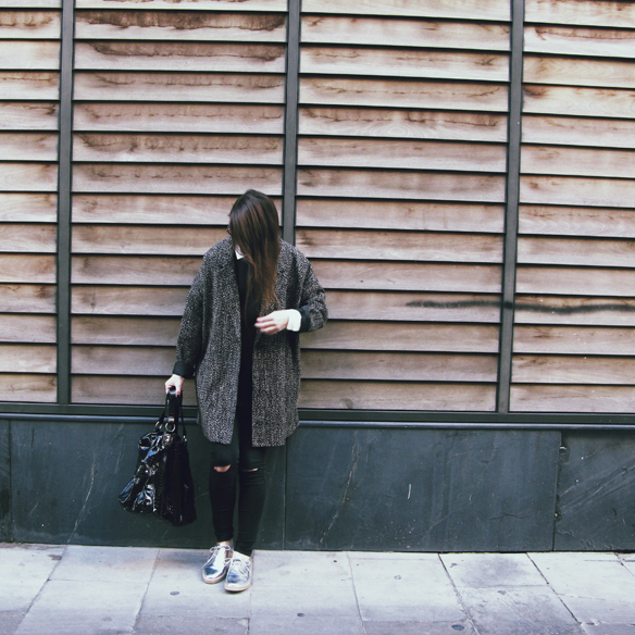 15colgadasdeunapercha_invierno_winter_neopreno_neoprene_silver_plateado_ripped_jeans_camisa_shirt_carla_kissler_9