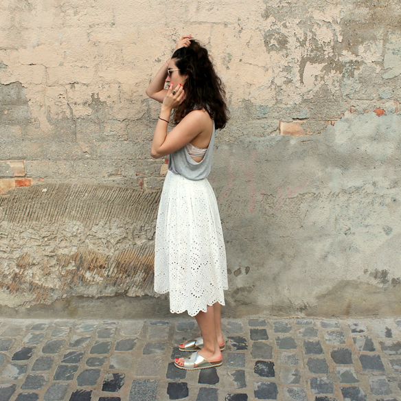 15colgadasdaunapercha_must-have_ss_15_imprescindible_midi_falda_skirt_troquelado_ugly_shoes_romantico_blanche_8