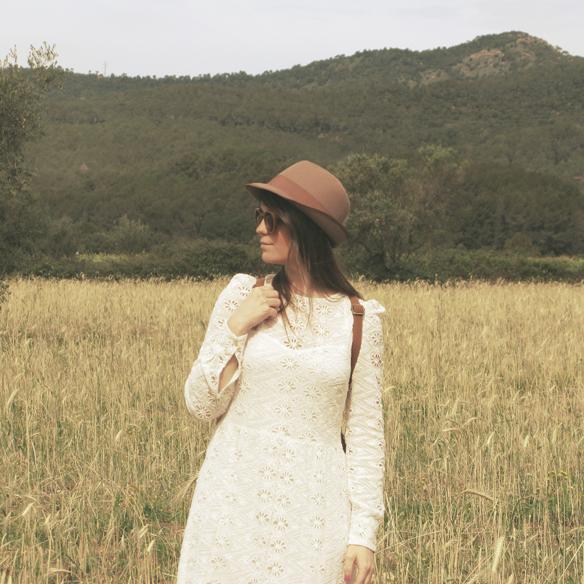 15colgadasdeunapercha_must-have_imprescindible_boho_chic_festivalera_vestido_white_blanco_troquelado_punched_dress_carla_kissler_2