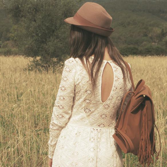 15colgadasdeunapercha_must-have_imprescindible_boho_chic_festivalera_vestido_white_blanco_troquelado_punched_dress_carla_kissler_8