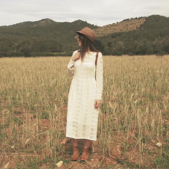 15colgadasdeunapercha_must-have_imprescindible_boho_chic_festivalera_vestido_white_blanco_troquelado_punched_dress_carla_kissler_9