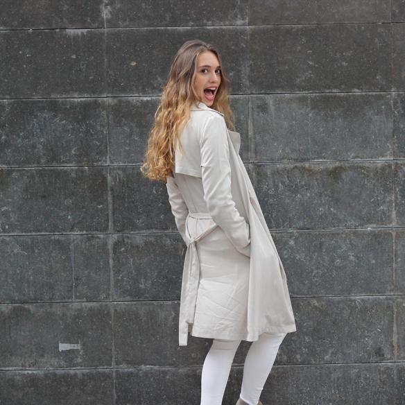 15colgadasdeunapercha_must-have_ss_15_imprescindible_blanco_white_minimalista_minimal_gabardina_trench_julia_ros_1