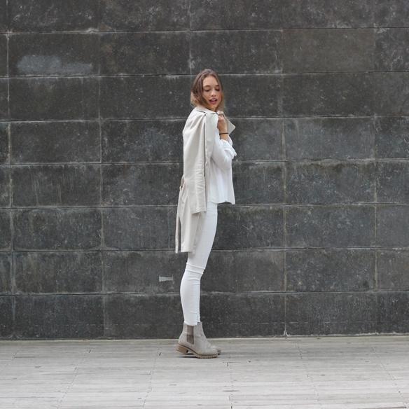 15colgadasdeunapercha_must-have_ss_15_imprescindible_blanco_white_minimalista_minimal_gabardina_trench_julia_ros_10