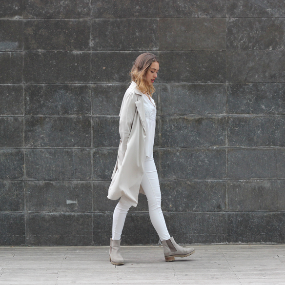 15colgadasdeunapercha_must-have_ss_15_imprescindible_blanco_white_minimalista_minimal_gabardina_trench_julia_ros_2