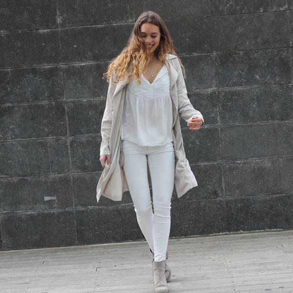 15colgadasdeunapercha_must-have_ss_15_imprescindible_blanco_white_minimalista_minimal_gabardina_trench_julia_ros_3