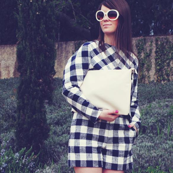 15colgadasdeunapercha_must-have_SS_15_PV_total_look_cuadros_vichy_check_esparto_flatforms_carla_kissler_5