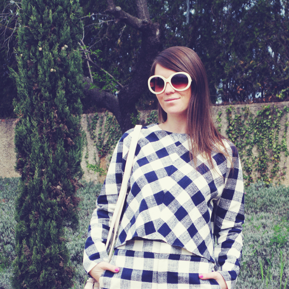 15colgadasdeunapercha_must-have_SS_15_PV_total_look_cuadros_vichy_check_esparto_flatforms_carla_kissler_8