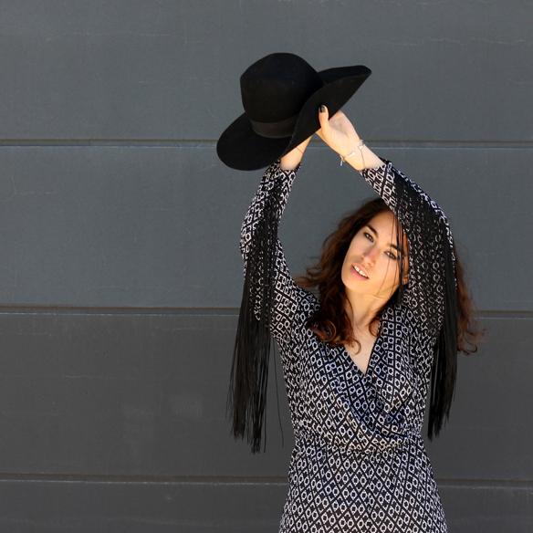 15colgadasdeunapercha_mono_jumpsuit_flecos_fringes_cut_out_sombrero_hat_blanche_2