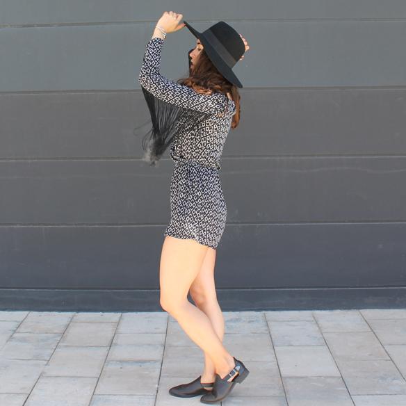 15colgadasdeunapercha_mono_jumpsuit_flecos_fringes_cut_out_sombrero_hat_blanche_6