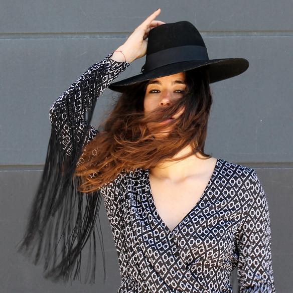 15colgadasdeunapercha_mono_jumpsuit_flecos_fringes_cut_out_sombrero_hat_blanche_8