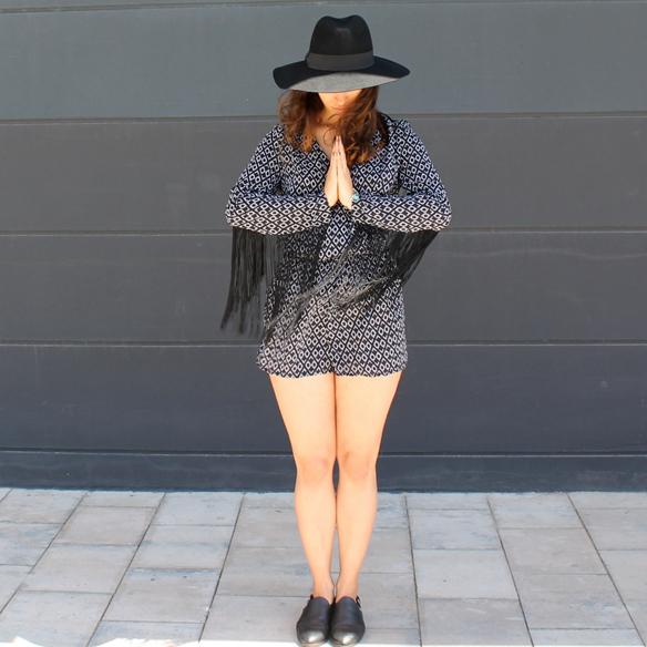15colgadasdeunapercha_mono_jumpsuit_flecos_fringes_cut_out_sombrero_hat_blanche_9