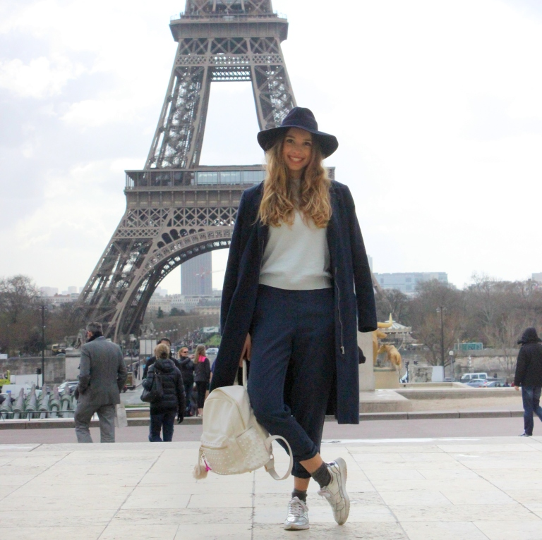15colgadasdeunapercha_sombrero_hat_mochila_backpack_zapatos_plateados_silver_shoes_paris_calcetines_socks_julia_ros_10