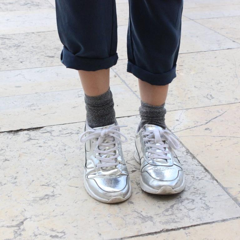 15colgadasdeunapercha_sombrero_hat_mochila_backpack_zapatos_plateados_silver_shoes_paris_calcetines_socks_julia_ros_5