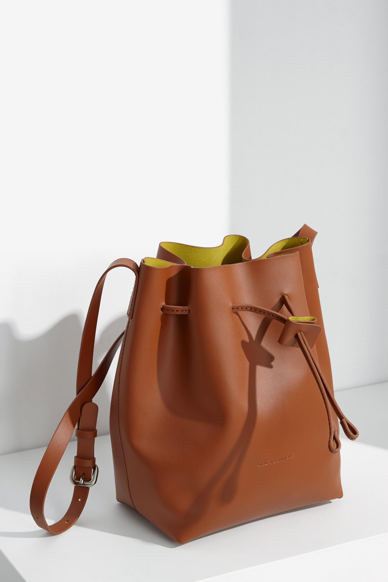 Closet must los bolsos lady de adolfo dominguez - Perchas para bolsos ...