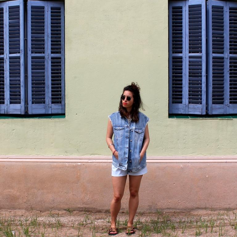 15colgadasdeunapercha-san-juan-saint-john-jumpsuit-mono-azul-blue-chaleco-vest-ugly-shoes-blanche-1