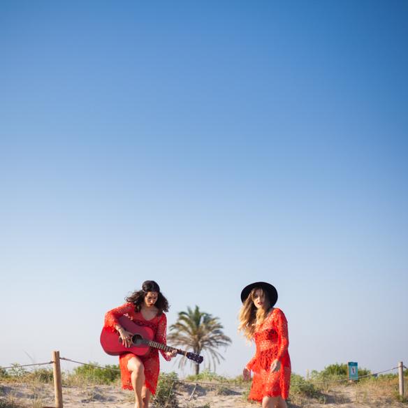 15colgadasdeunapercha-san-juan-saint-johns-eve-h&m-coachella-rojo-red-boho-sombrero-cadenitas-anna-duarte-blanche-4