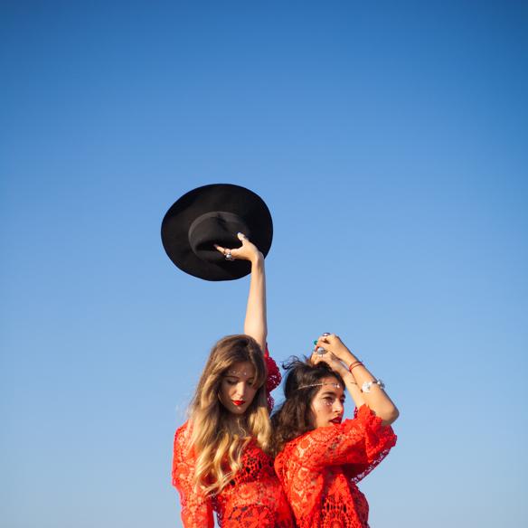 15colgadasdeunapercha-san-juan-saint-johns-eve-h&m-coachella-rojo-red-boho-sombrero-cadenitas-anna-duarte-blanche-6