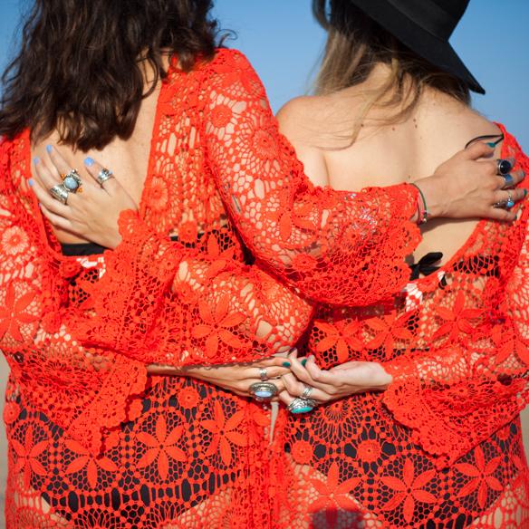 15colgadasdeunapercha-san-juan-saint-johns-eve-h&m-coachella-rojo-red-boho-sombrero-cadenitas-anna-duarte-blanche-8