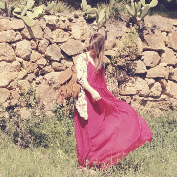 15colgadasdeunapercha-san-juan-verbena-flores-floral-kimono-lace-up-sandals-sandalias-mochila-backpack-vestido-plisado-pleated-dress-granate-carla-kissler-3