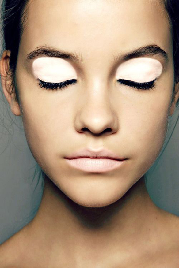 15colgadasdeunapercha-maquillaje-make-up-verano-summer-2015-sombra-blanca-white-eyeshadow-3