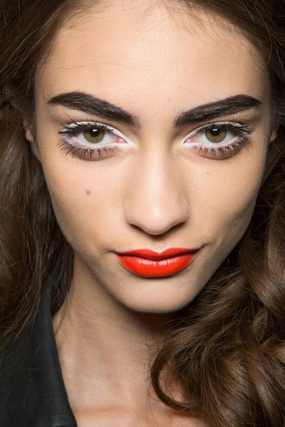 15colgadasdeunapercha-maquillaje-make-up-verano-summer-2015-sombra-blanca-white-eyeshadow-4