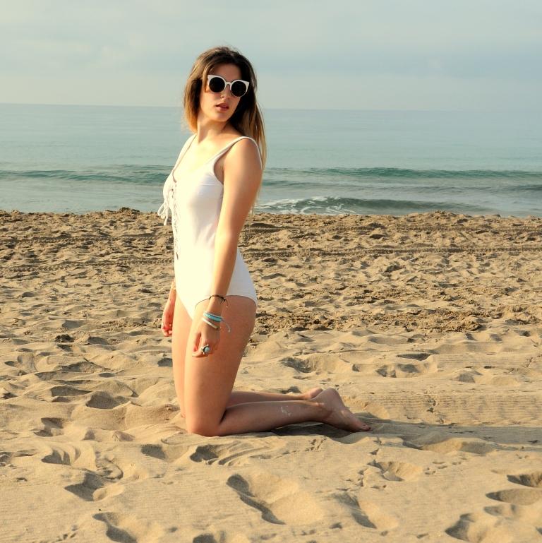 15colgadasdeunapercha-verano-summer-bañador-swimsuit-white-blanco-kimono-shorts-70s-anna-duarte-5