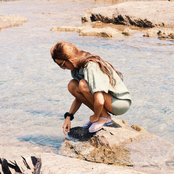 15colgadasdeunapercha-verano-summer-traje-de-baño-bañador-swimsuit-camisa-shirt-cangrejeras-jellies-gafas-de-sol-lord-wilmore-sunnies-bebofi-6