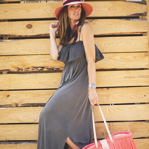 15colgadasdeunapercha-vestido-dress-gris-grey-rosa-fluor-neon-pink-cesto-basket-julietta-barcelona-ana-crank-3