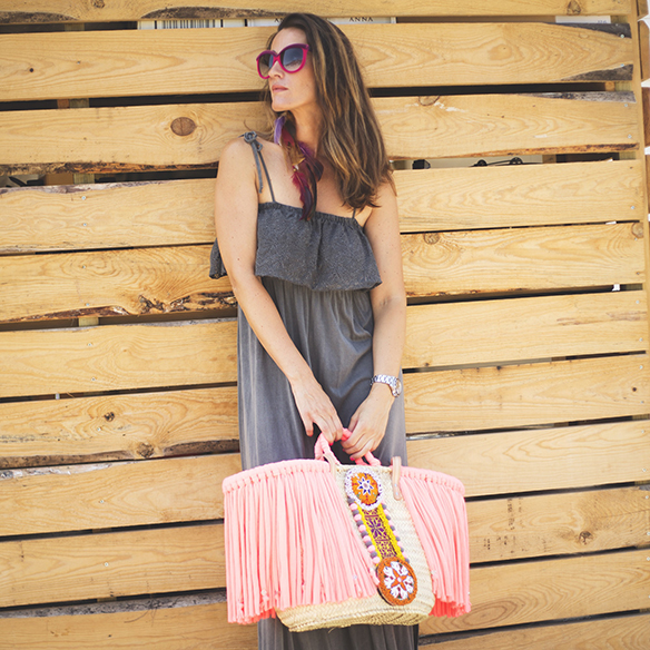 15colgadasdeunapercha-vestido-dress-gris-grey-rosa-fluor-neon-pink-cesto-basket-julietta-barcelona-ana-crank-5