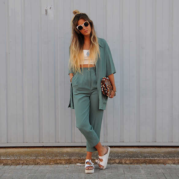 15-colgadas-de-una-percha-anna-duarte-traje-suit-chloe-verde-ugly-shoes-1