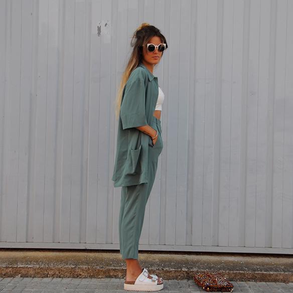 15-colgadas-de-una-percha-anna-duarte-traje-suit-chloe-verde-ugly-shoes-10