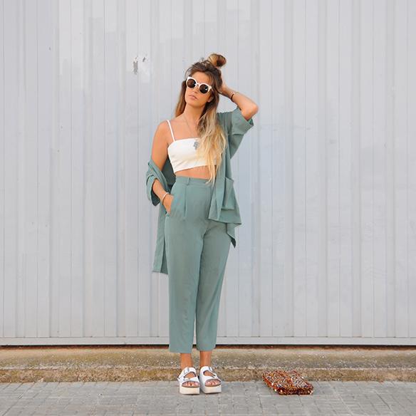 15-colgadas-de-una-percha-anna-duarte-traje-suit-chloe-verde-ugly-shoes-2