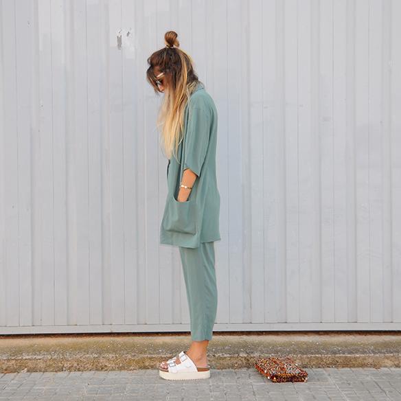 15-colgadas-de-una-percha-anna-duarte-traje-suit-chloe-verde-ugly-shoes-7